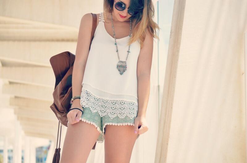camisa blanca con guipur